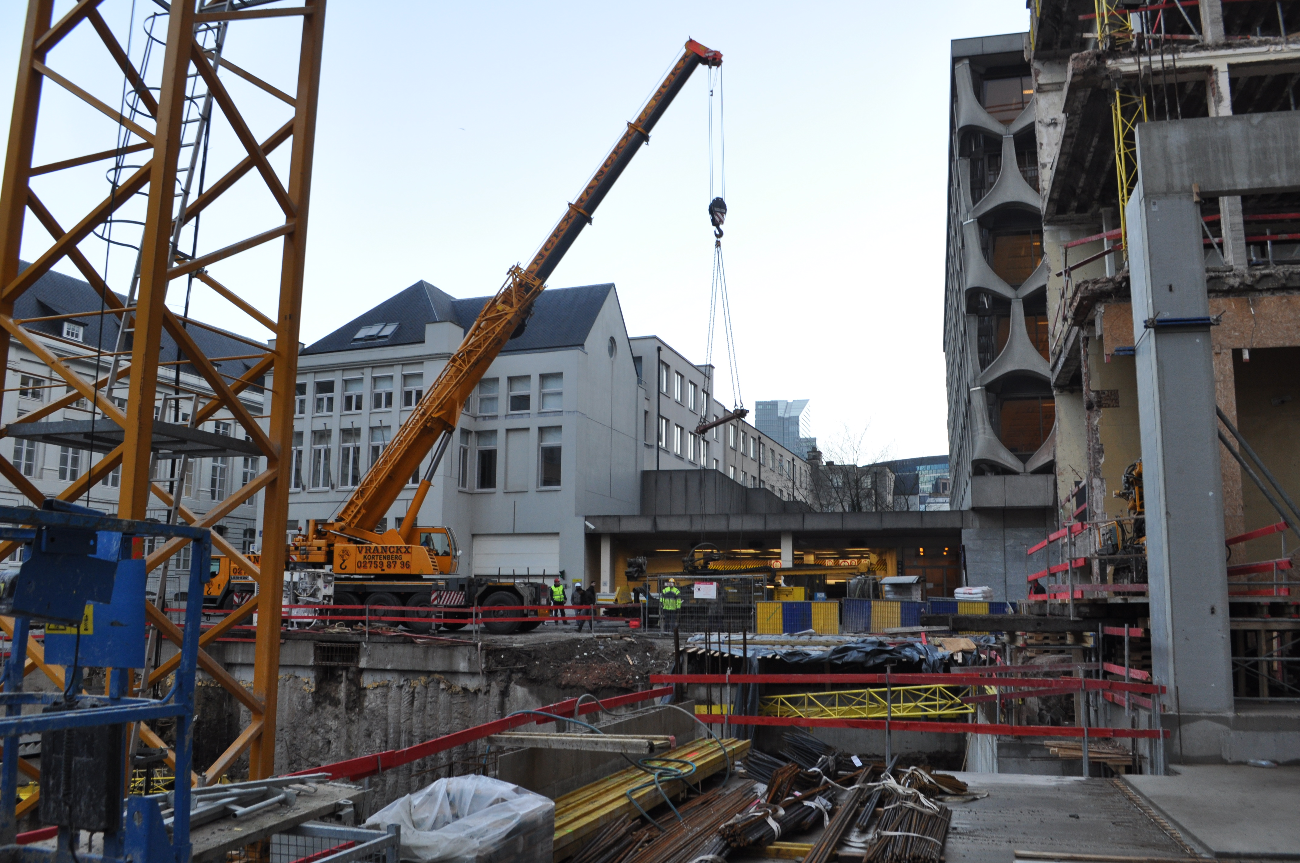 chantier-bruxelles-centre-forage-installation-pompe-puits-geothermie-eurodrill-liege-belgique-18