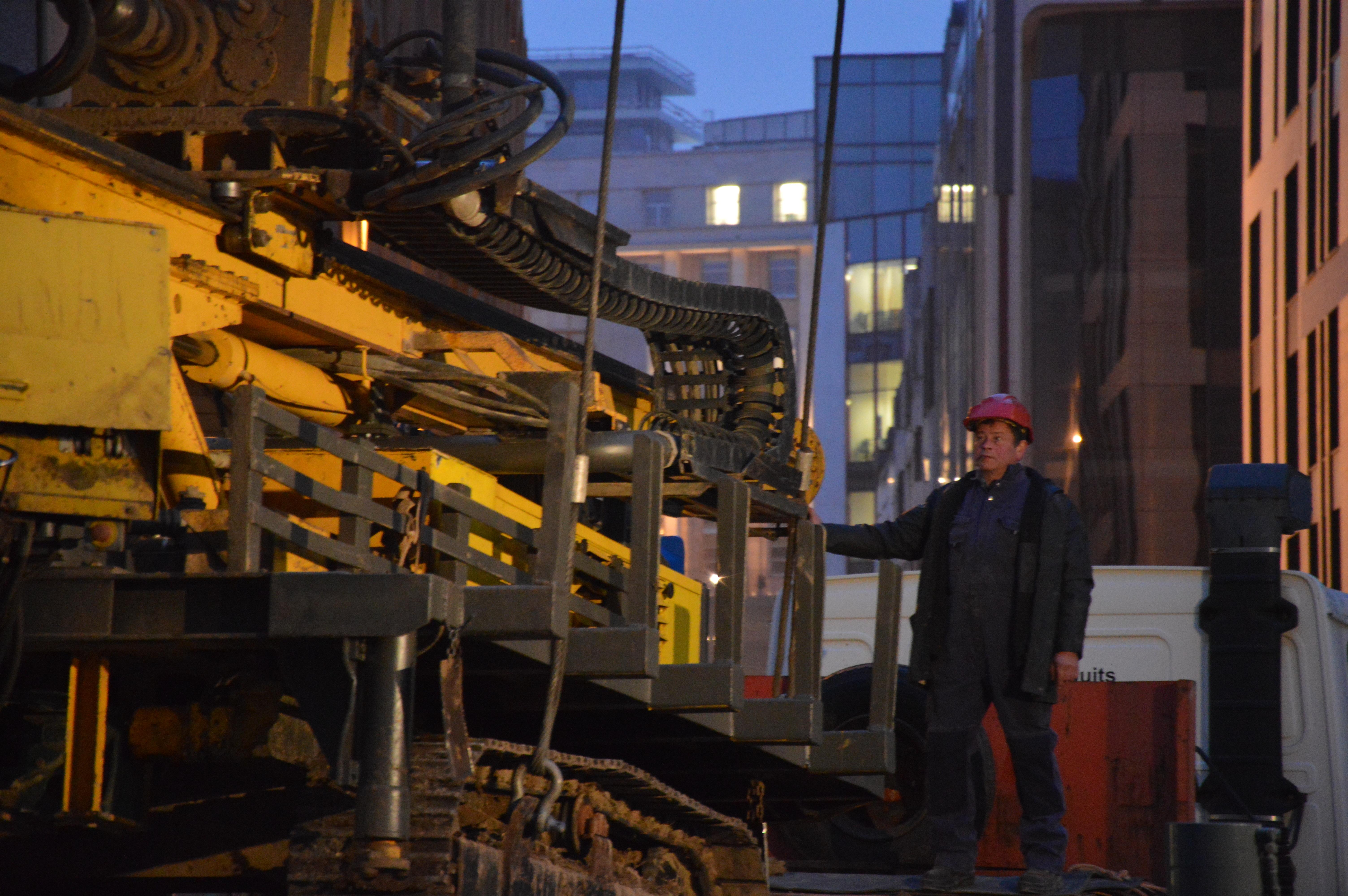 chantier-bruxelles-centre-forage-installation-pompe-puits-geothermie-eurodrill-liege-belgique-25