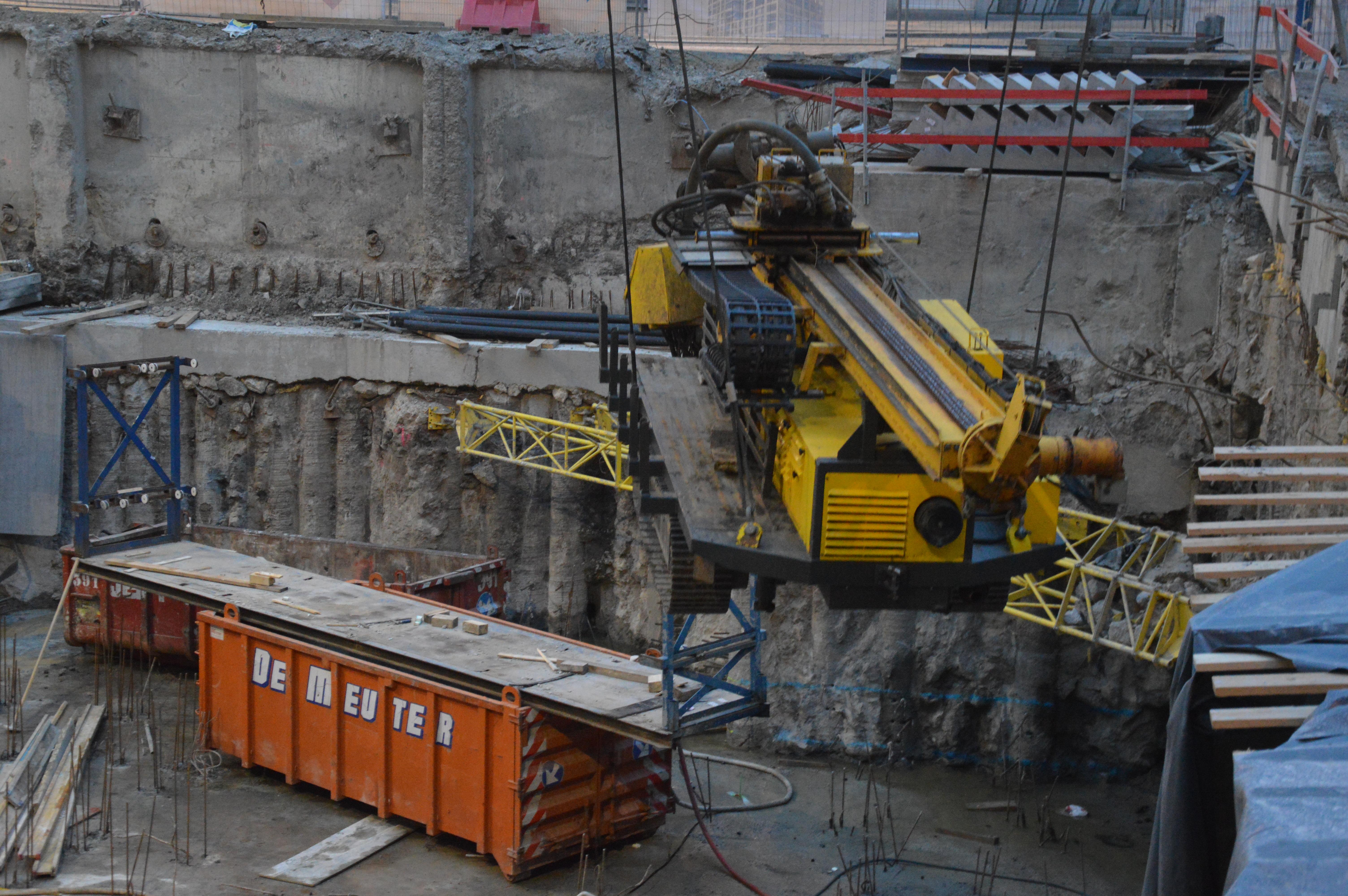 chantier-bruxelles-centre-forage-installation-pompe-puits-geothermie-eurodrill-liege-belgique-27