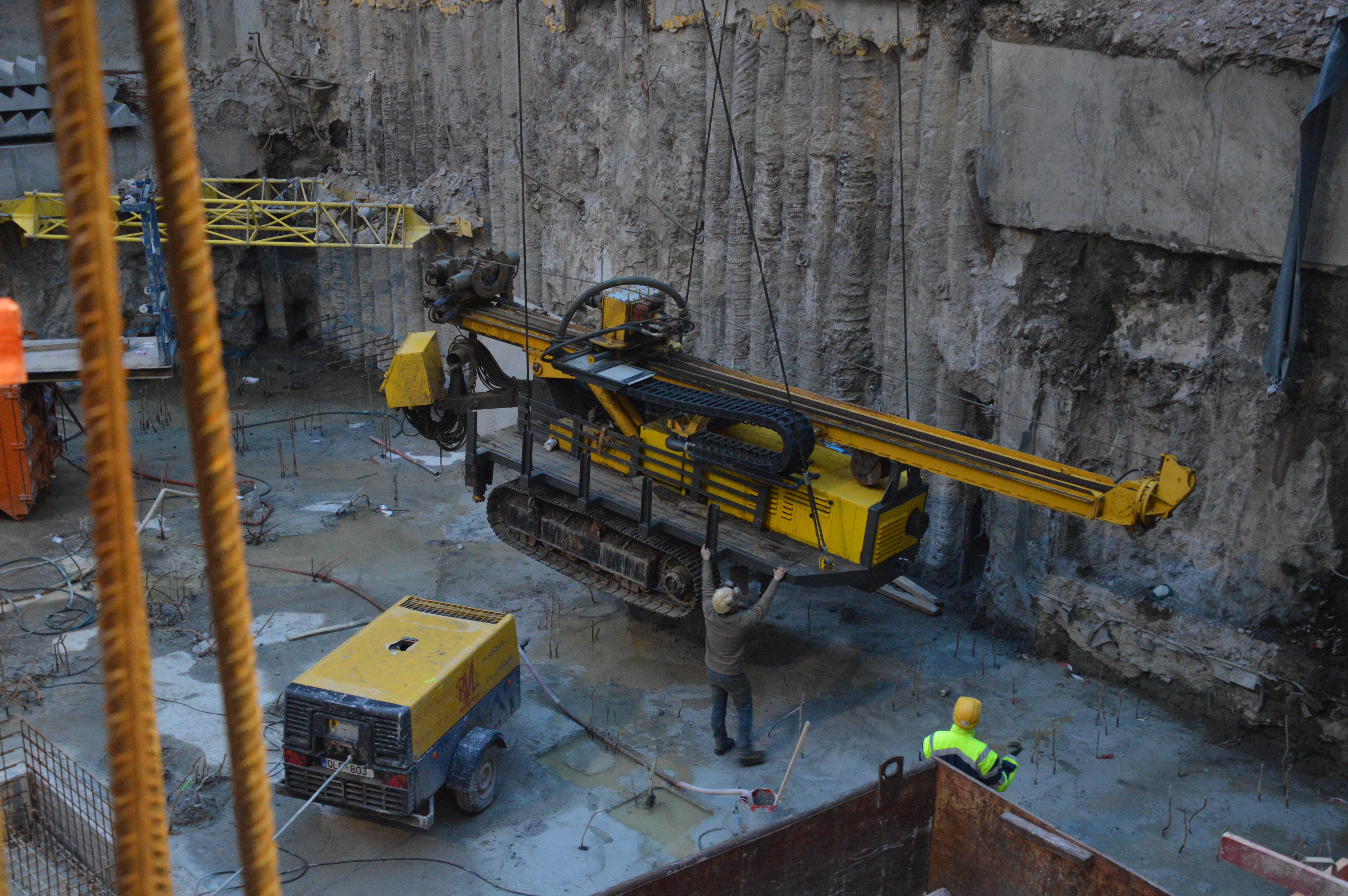 chantier-bruxelles-centre-forage-installation-pompe-puits-geothermie-eurodrill-liege-belgique-28