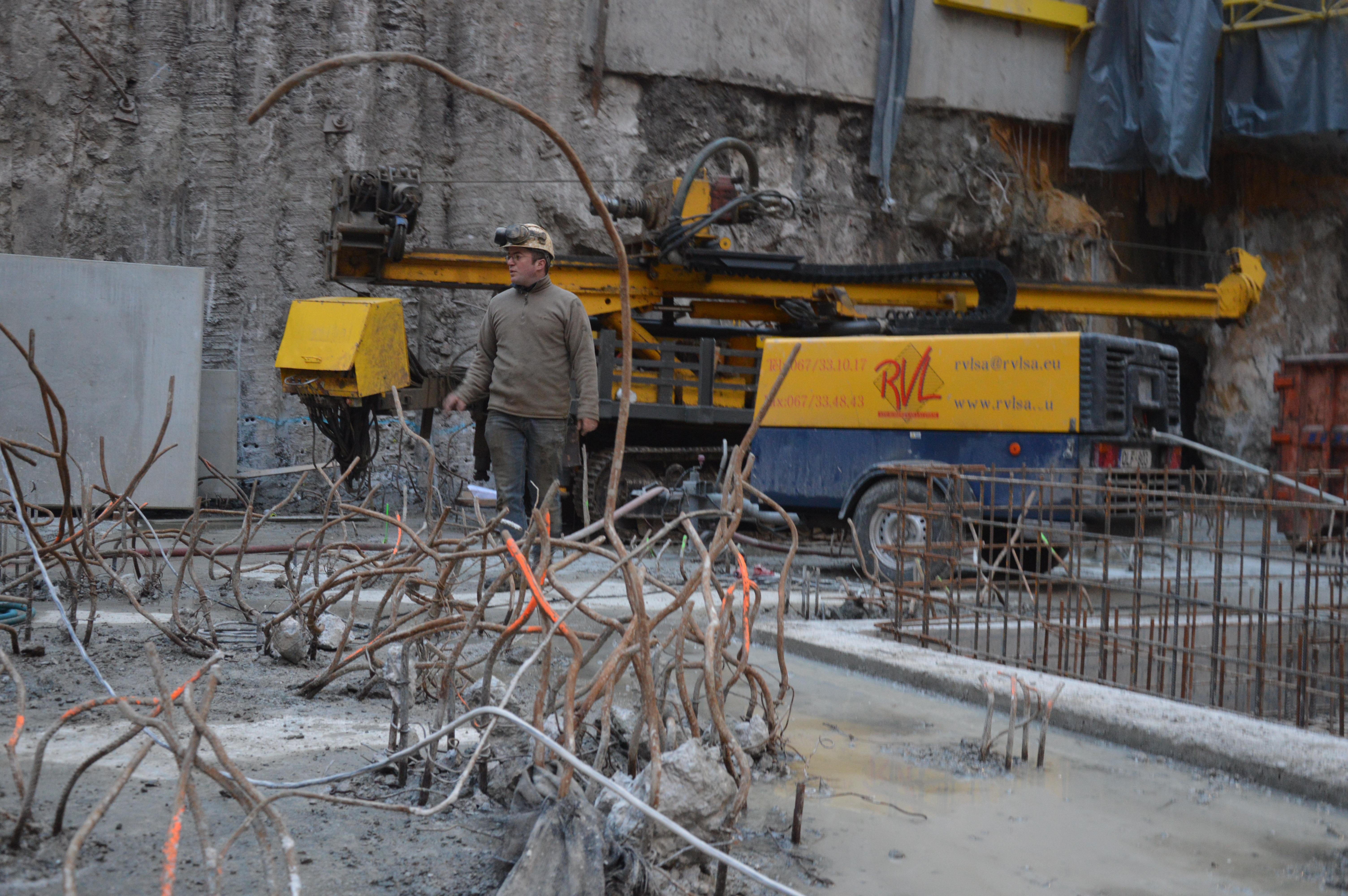 chantier-bruxelles-centre-forage-installation-pompe-puits-geothermie-eurodrill-liege-belgique-29