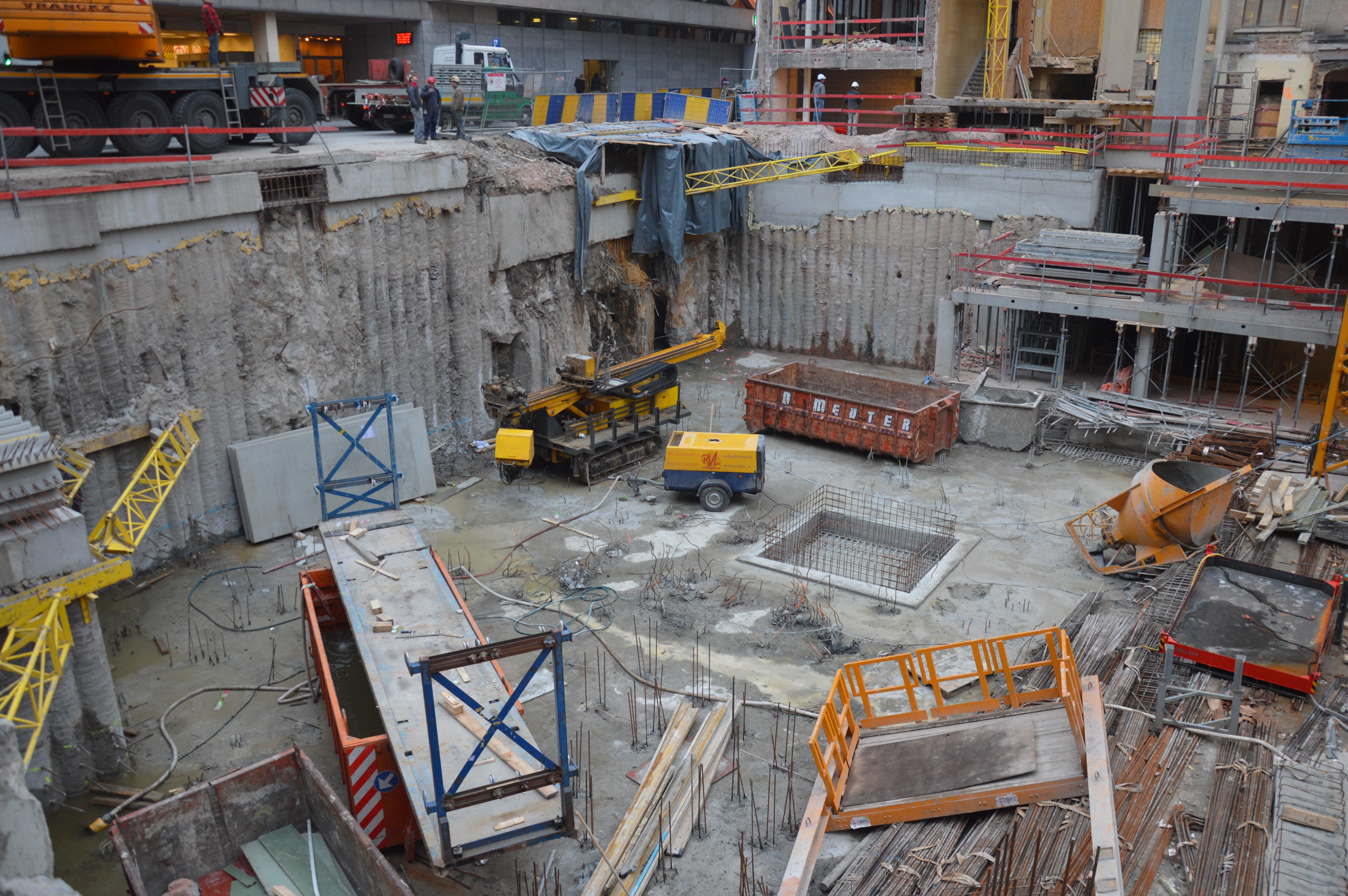 chantier-bruxelles-centre-forage-installation-pompe-puits-geothermie-eurodrill-liege-belgique-30