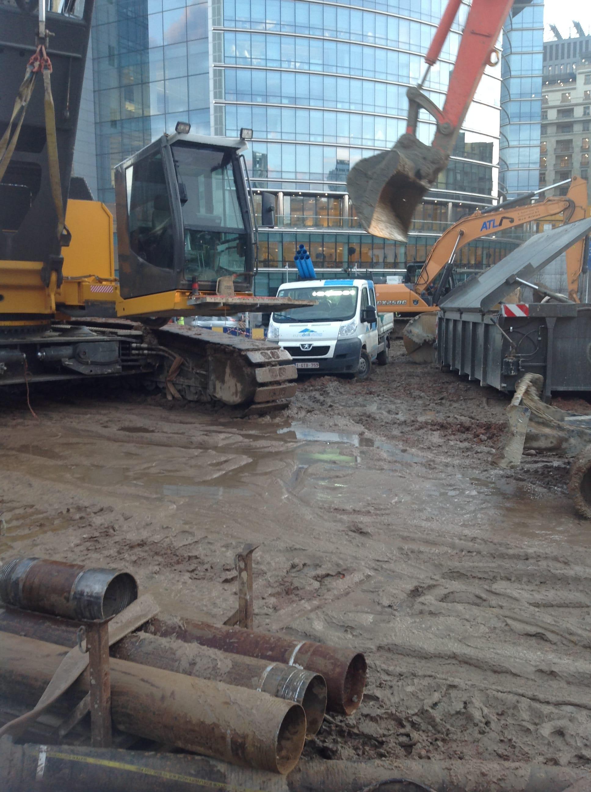 chantier-bruxelles-forage-installation-pompe-puits-geothermie-eurodrill-liege-belgique-1