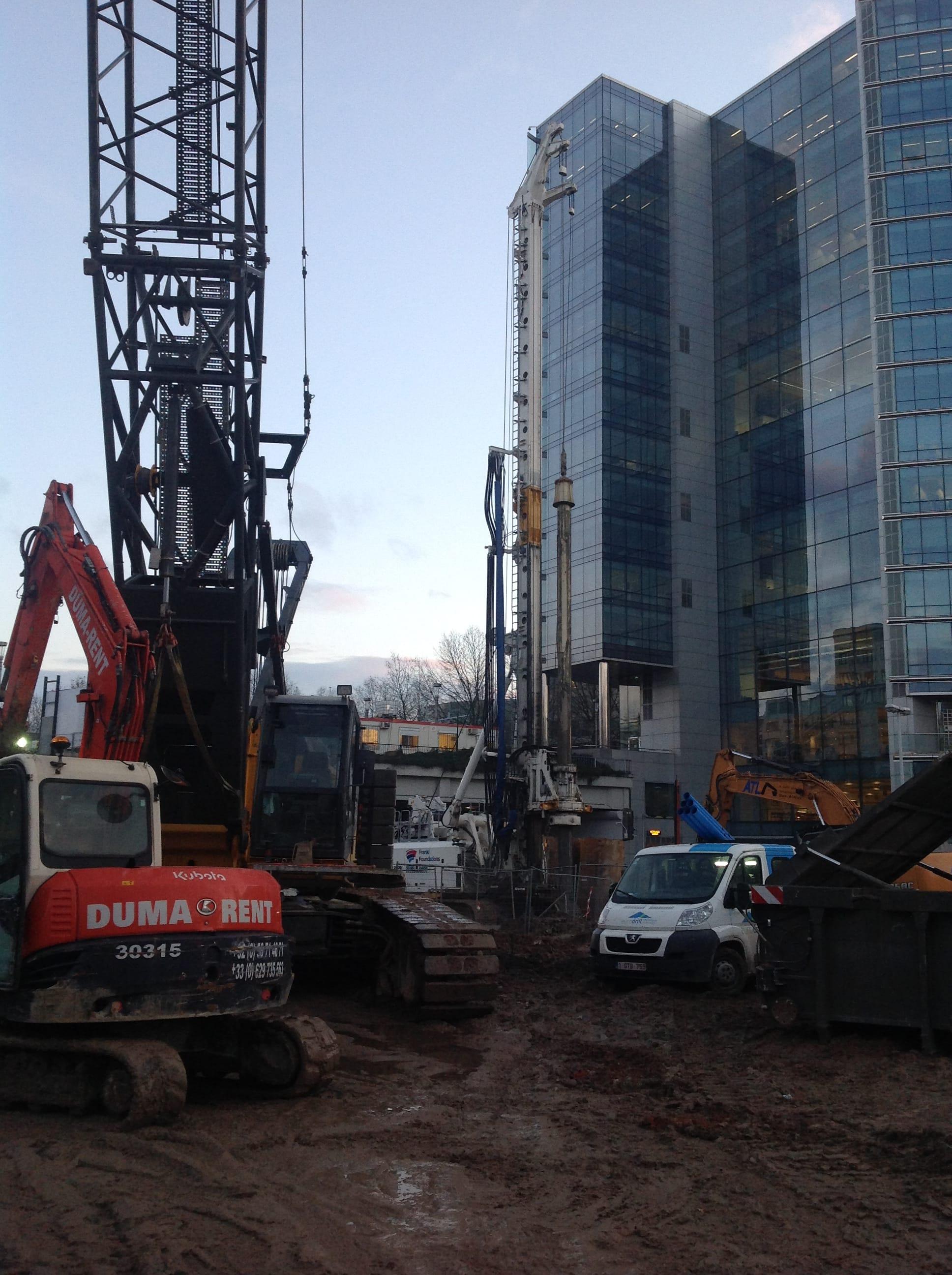 chantier-bruxelles-forage-installation-pompe-puits-geothermie-eurodrill-liege-belgique-3