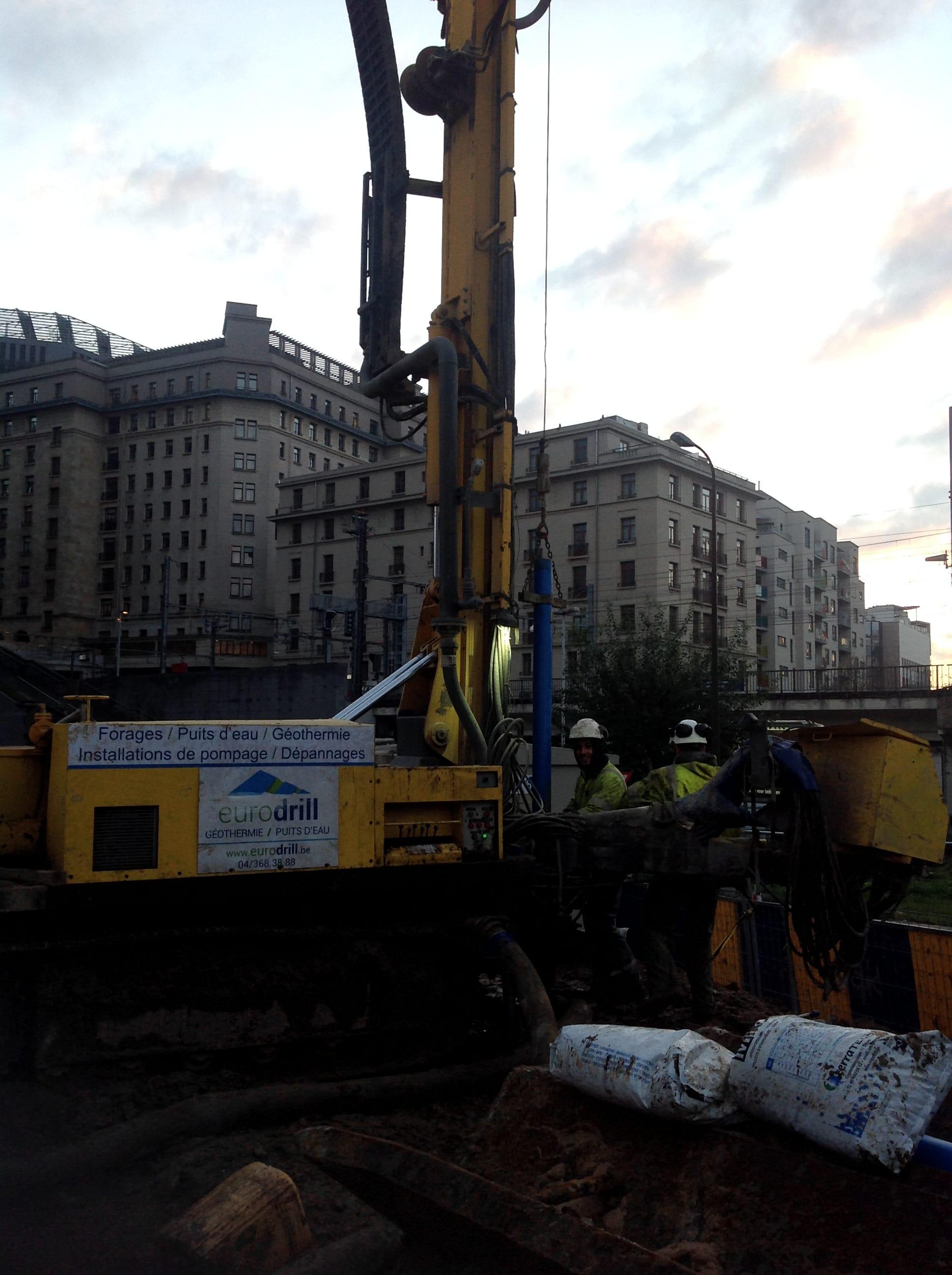 chantier-bruxelles-forage-installation-pompe-puits-geothermie-eurodrill-liege-belgique-5