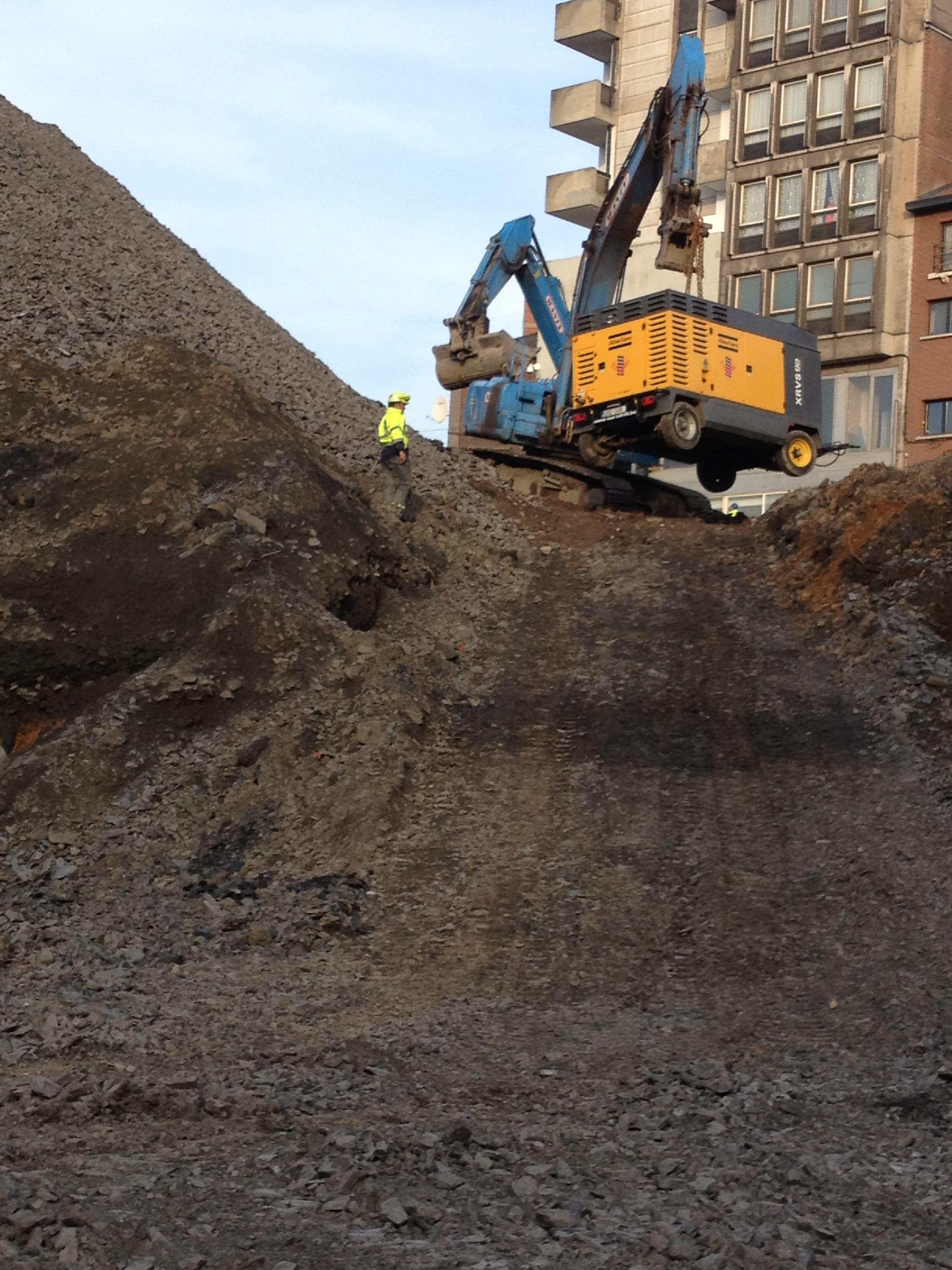 chantier-charleroi-rive-gauche-forage-installation-pompe-puits-geothermie-eurodrill-liege-belgique-2