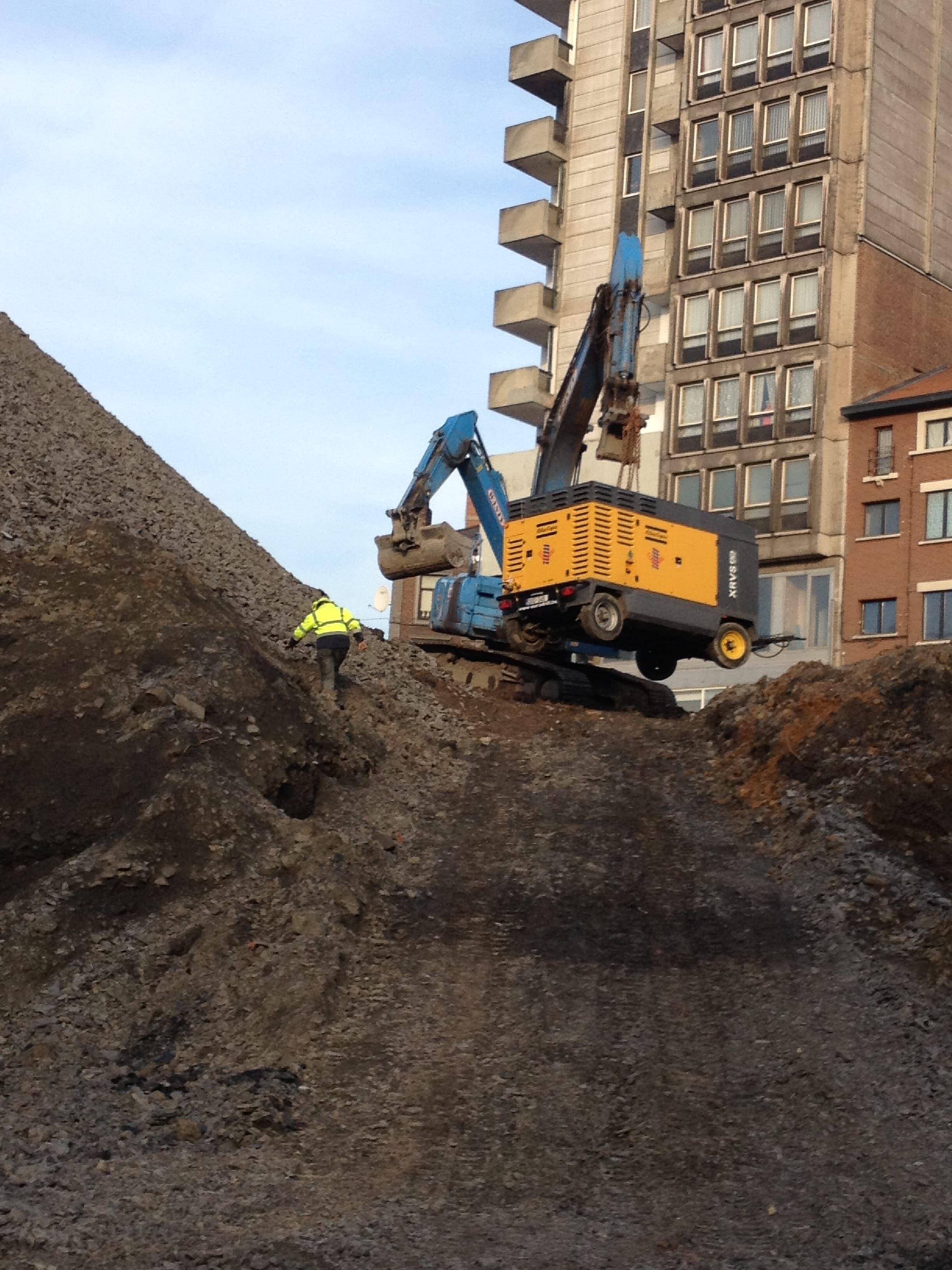 chantier-charleroi-rive-gauche-forage-installation-pompe-puits-geothermie-eurodrill-liege-belgique-3