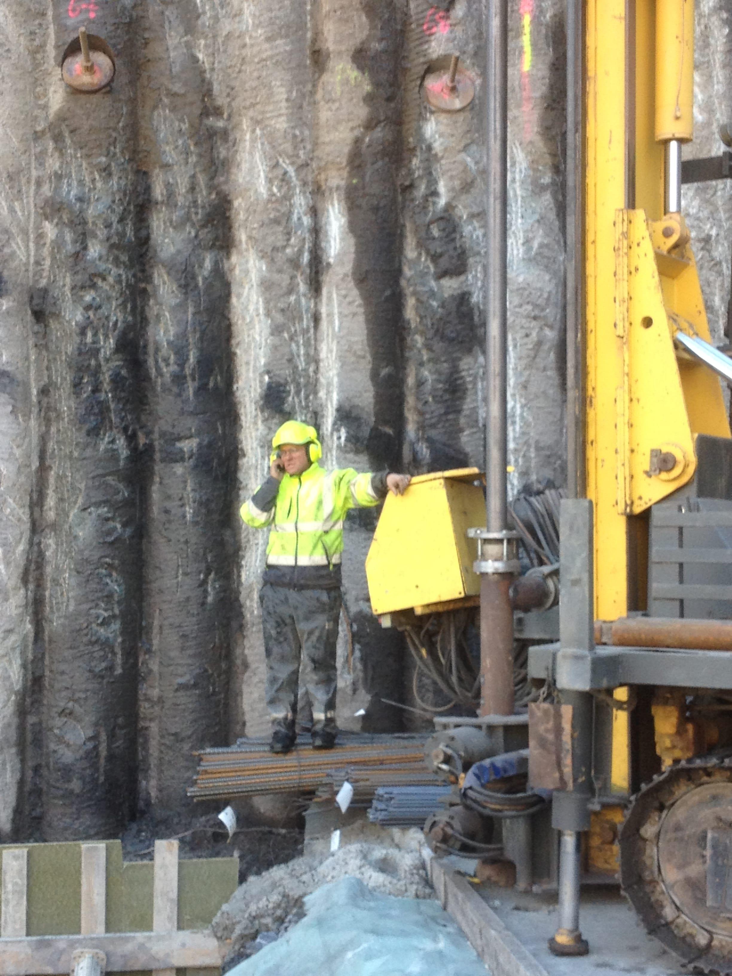 chantier-charleroi-rive-gauche-forage-installation-pompe-puits-geothermie-eurodrill-liege-belgique-6
